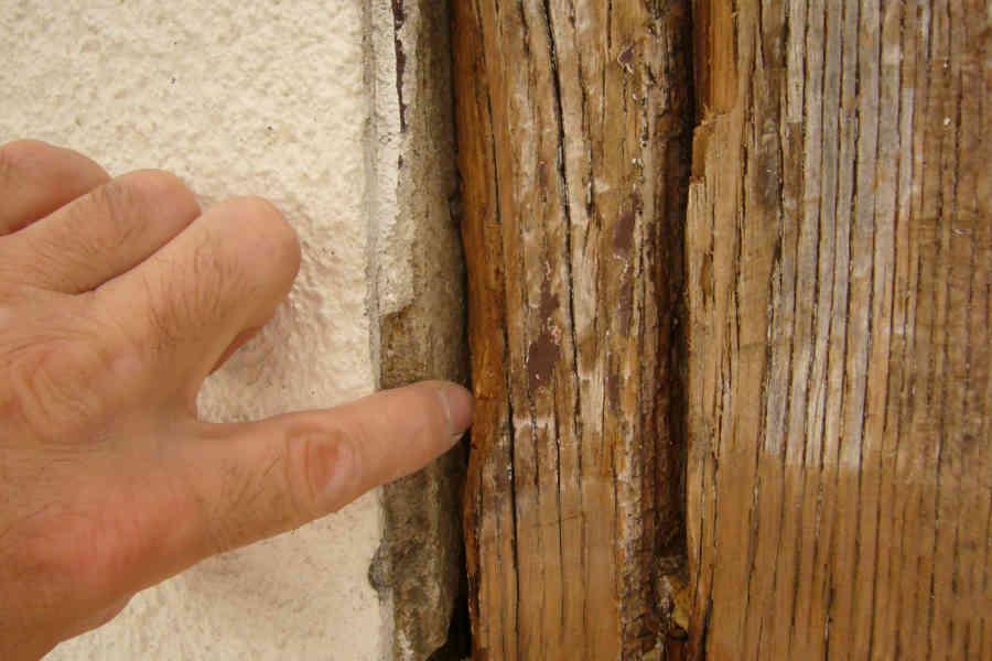 Holzschutz – Schadhaftes Fenster im Außenbereich